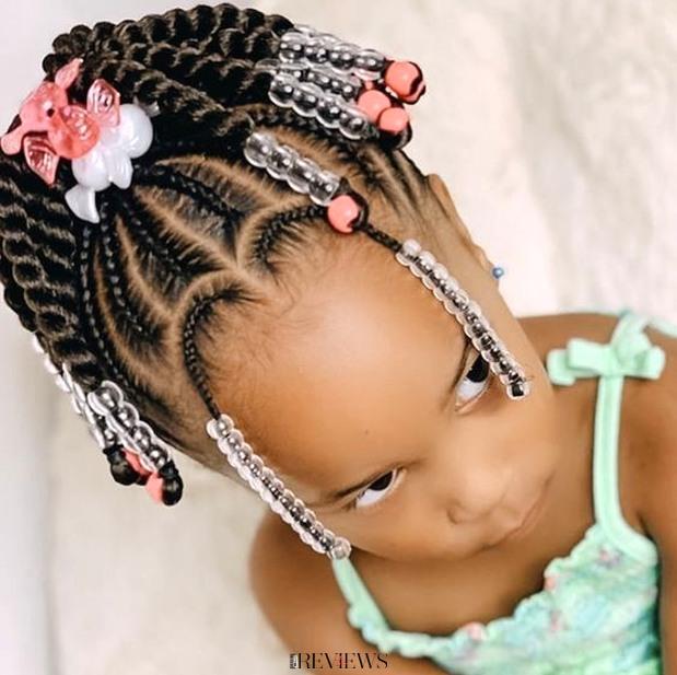 Une coiffure africaine pour petite fille.